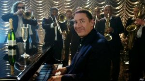 o-JOOLS-HOLLAND-570