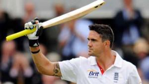 England's-Kevin-Pietersen(R)